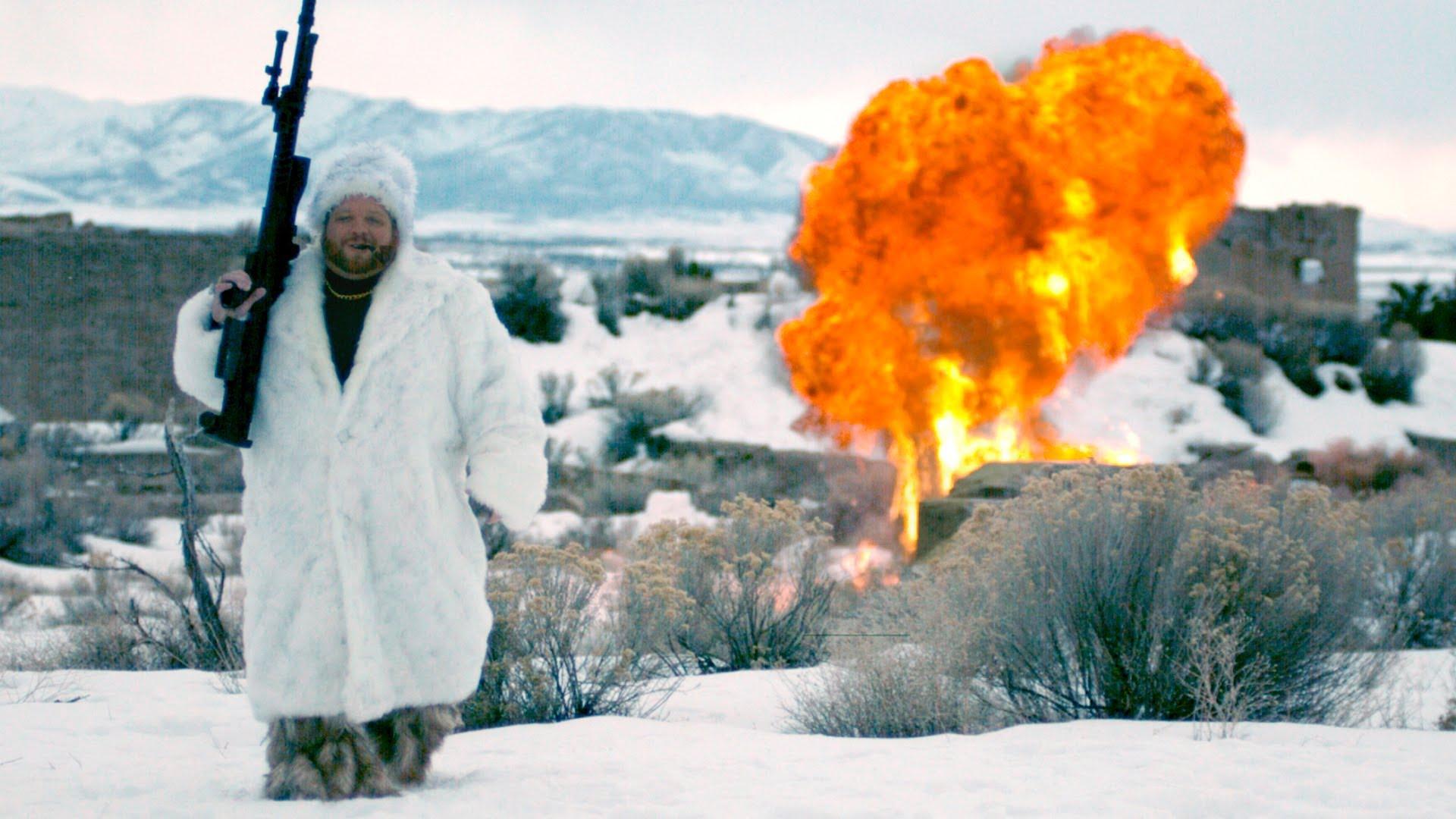ロシア人VS雪だるま 爆破したかっただけでしょ・・ 動画